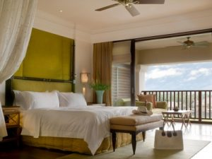 photodune-2676493-suite-bed-room-with-balcony-of-a-luxury-resort-m-400x300